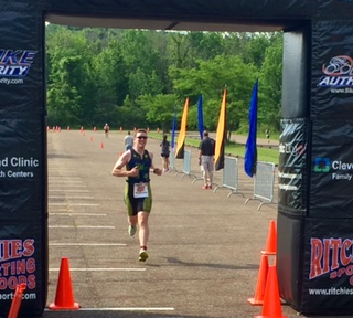 Carlo finishing the Great Western Reserve Sprint Tri